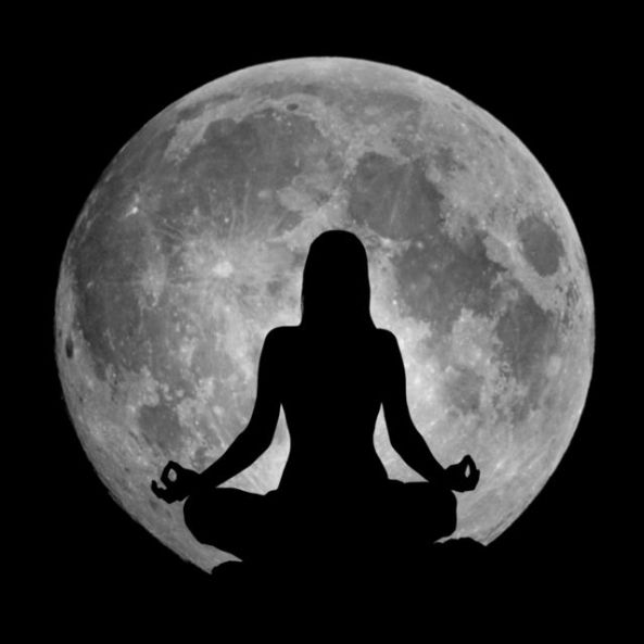 meditating-with-the-moon