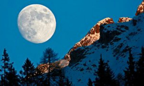 waxing-gibbous-moon-rising-behind-tijerflue-mountain-arosa-switzerland-large